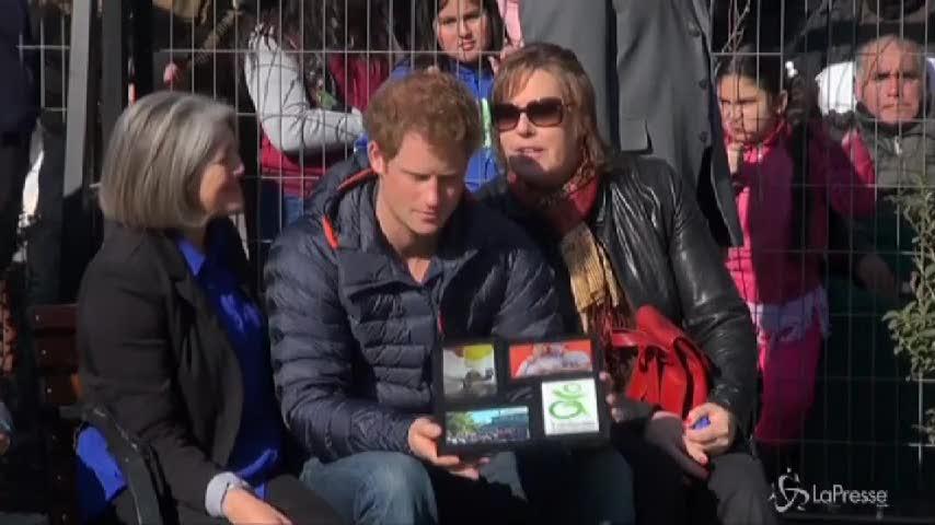Harry in Cile balla coi ragazzi disabili