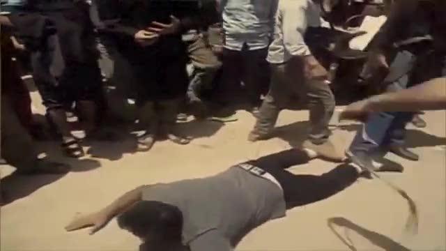 Crocifisioni, teste mozzate e linciaggi: ecco a voi l'Isis