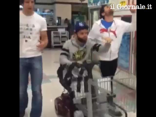 Pepito Rossi rapper al supermercato
