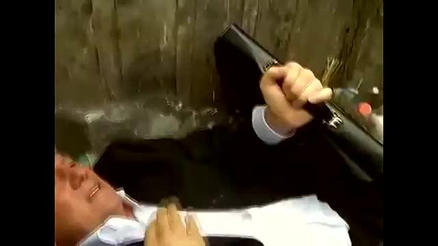 In Ucraina i deputati li buttano nella spazzatura