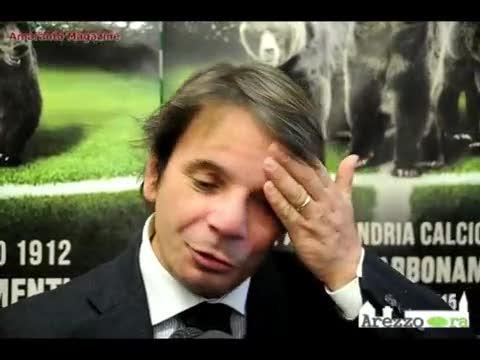 """L'allenatore dell'Arezzo contro i suoi giocatori: """"Andate a pettinare le bambole"""""""