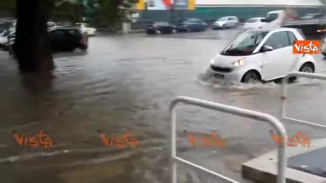 Nubifragio a Roma: macchine quasi bloccate