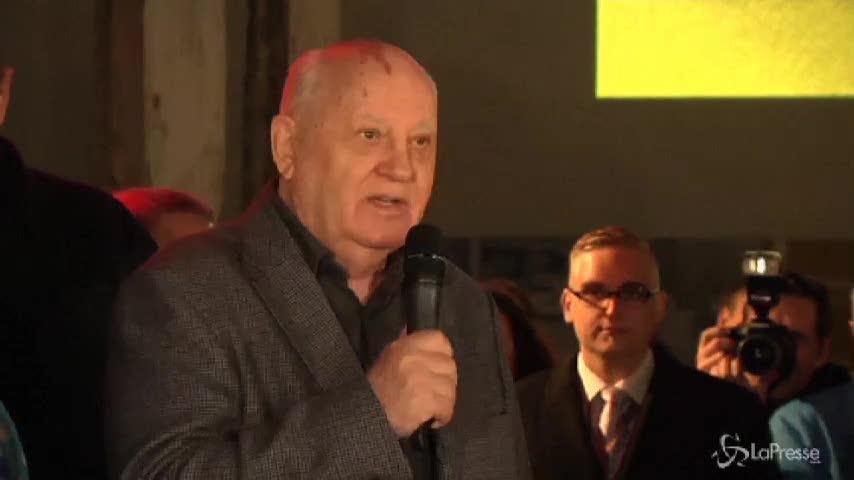 Gorbaciov al Checkpoint Charlie