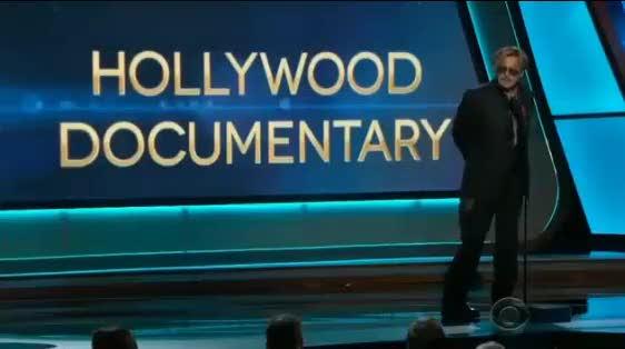 Hollywood Awards, Johnny Depp ubriaco sul palco