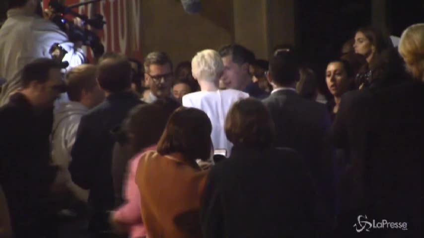 Miley Cyrus si veste alle Elvis per gli 80 anni dalla nascita del re del rock