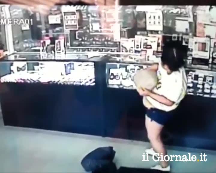 Perde i pantaloni durante la rapina