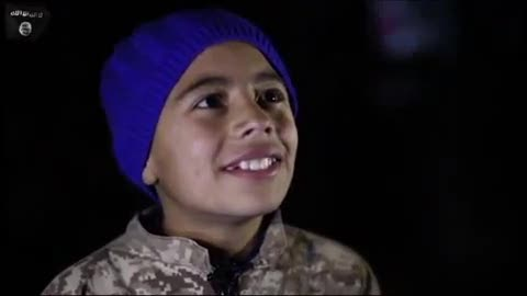 """L'Isis proietta il video in piazza: """"Guardate l'ostaggio bruciare vivo"""""""
