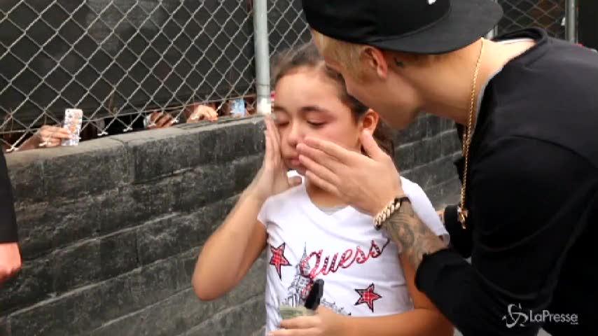 Justin Bieber caccia alcune ragazze dalla stanza dell'hotel