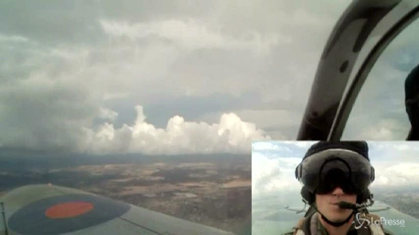 Il principe Harry a bordo di uno Spitfire: la gioia è estrema