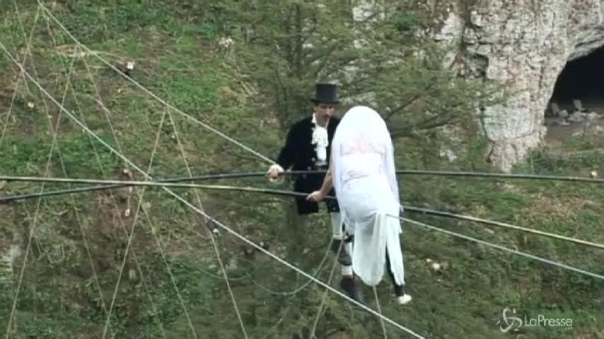 Matrimonio ad alta quota: sposarsi a 25 metri da terra