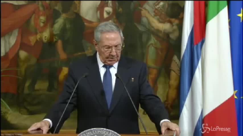 """Castro: """"Se Papa continua così ricomincio a pregare"""""""