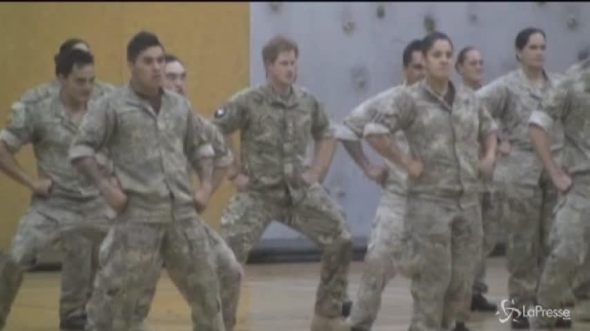 Nuova Zelanda, il principe Harry si cimenta nella danza Maori 'haka'