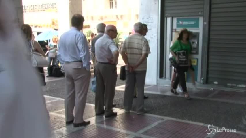 Grecia, code davanti alle banche riaperte dopo 23 giorni
