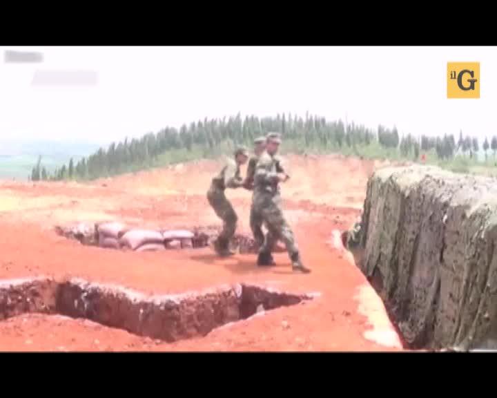 Come non lanciare una granata. Il soldato cinese imbranato