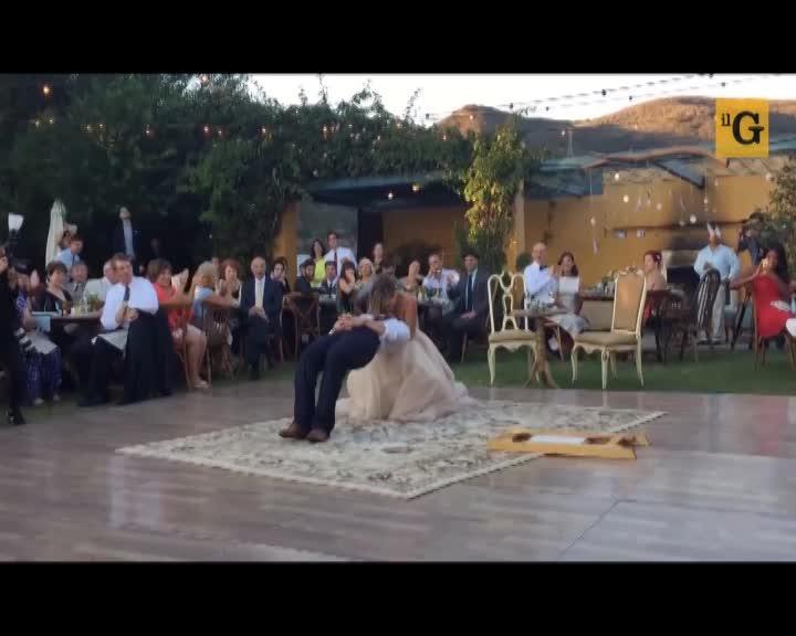Il mago si sposa e durante il primo ballo si esibisce in un trucco incredibile