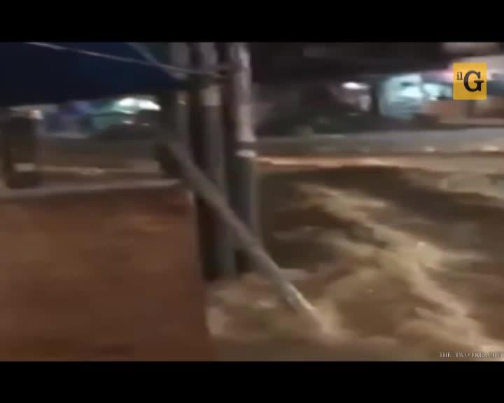Thailandia, nubifragio apocalittico travolge Pattaya
