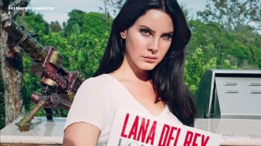 Lana Del Rey derubata di due Jaguar