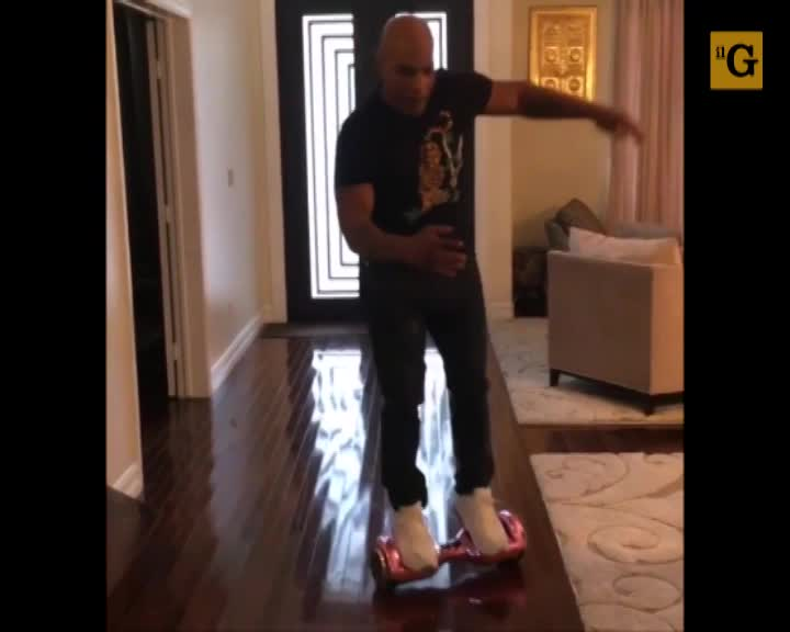 """Mike Tyson si rompe di nuovo il """"back"""""""
