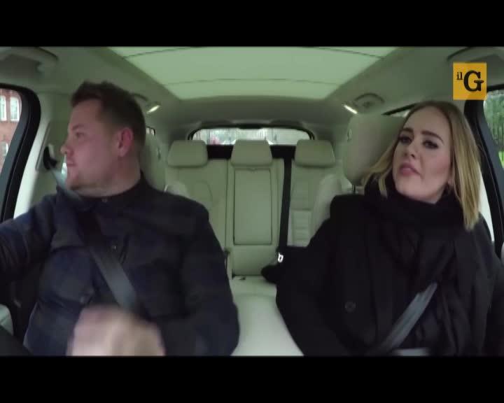 Il karaoke di Adele fa impazzire il web