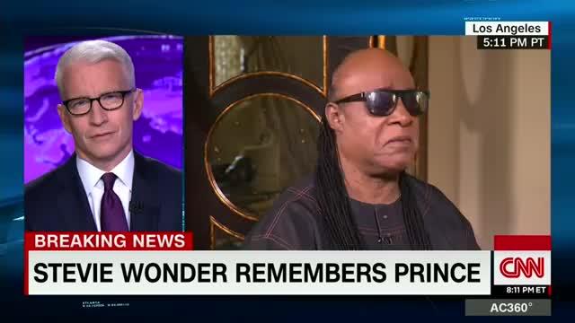 Le lacrime di Stevie Wonder per la morte dell'amico Prince
