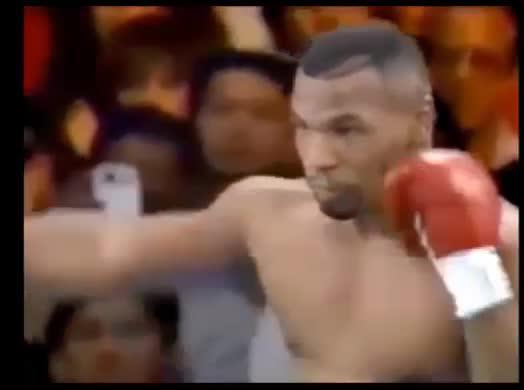 Tyson sul ring nel 1995 e il giallo del cellulare