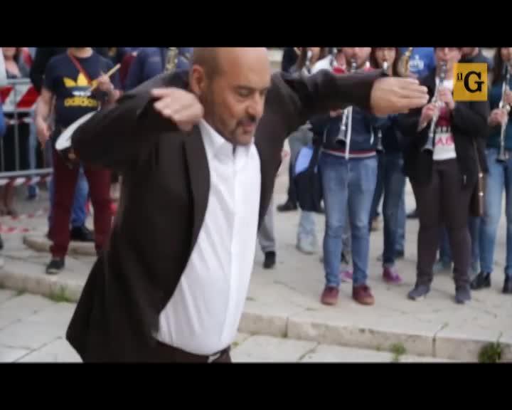 Zingaretti imita Totò per festeggiare l'ultimo ciack