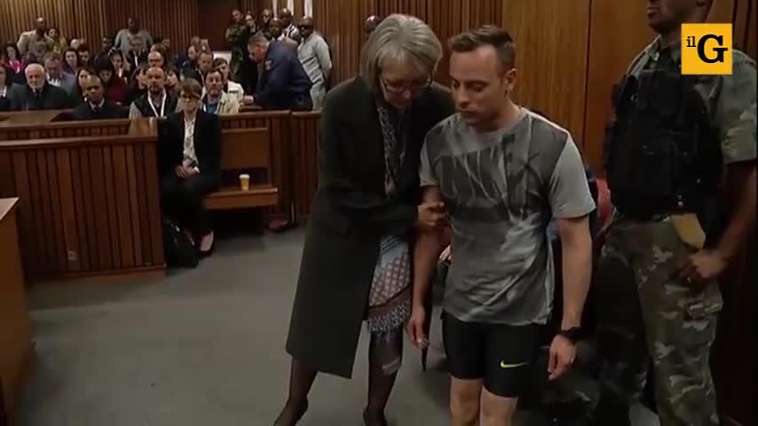 Oscar Pistorius in aula senza le protesi