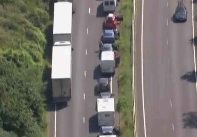 Gb, controlli aumentati 15 chilometri di fila a Dover