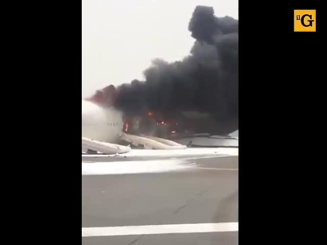 Dubai, incidente in pista per un aereo Emirates
