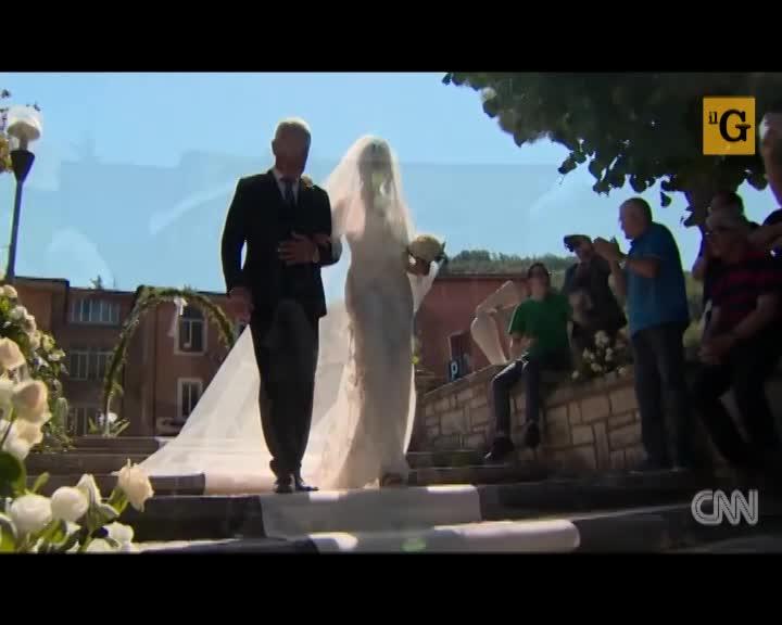 Chiesa inagibile? Martina e Ramon si sposano in giardino