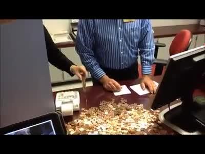 Usa, 700 kg di monetine per pagare le tasse dell'auto