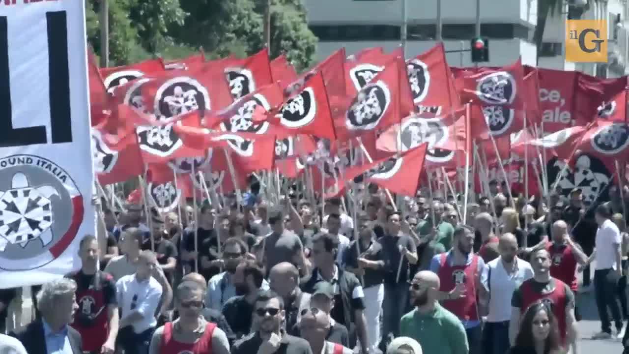 Bombe su CasaPound: caccia al fascista
