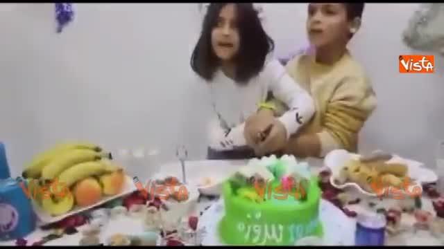 Iraq, la scossa mentre i bambini tagliano la torta