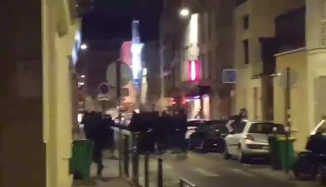 Il raid dei Black bloc a Parigi contro Generazione Identitaria