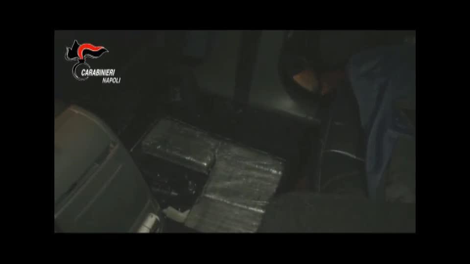 L'ultima trovata dei narcos per trasportare droga in auto: la scoperta a Napoli
