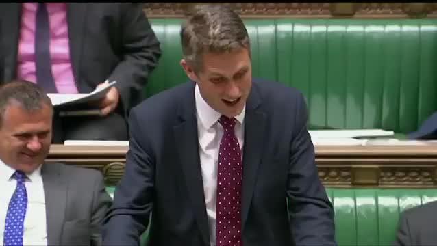 Londra, parlamentare interrotto da Siri mentre parla in Aula