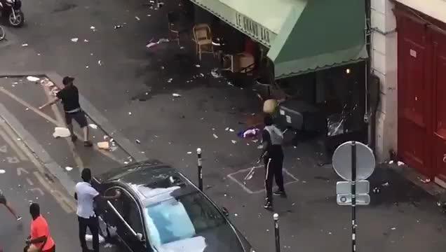 Saccheggi e incidenti a Parigi