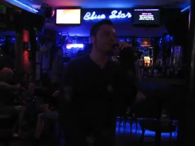 Tiziano Ferro al karaoke