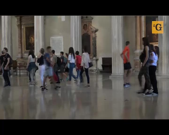 Truffe e borseggi nelle chiese: fedeli e turisti nel mirino dei rom