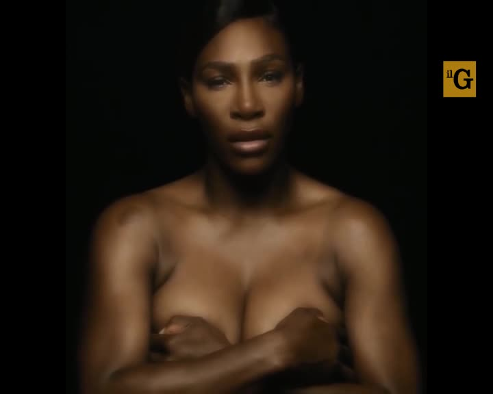 Serena Williams canta nuda, contro il cancro