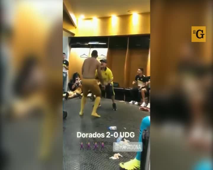 Maradona balla negli spogliatoi dopo il gol al 95°