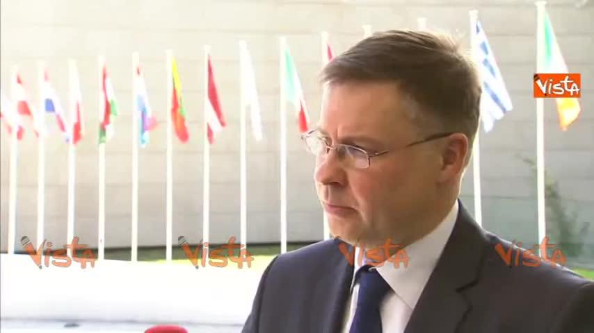 """Dombrovskis: """"Manovra sembra fuori dalle regole"""""""