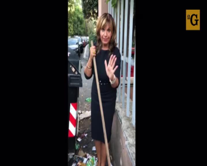 """Sos rifiuti, l'appello della cantante Elena Bonelli: """"Facciamo un'azione pulitiva"""""""
