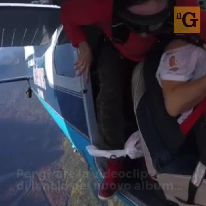 Rapper precipita da aereo durante videoclip