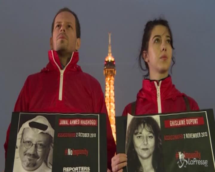La Tour Eiffel si spegne per i giornalisti uccisi