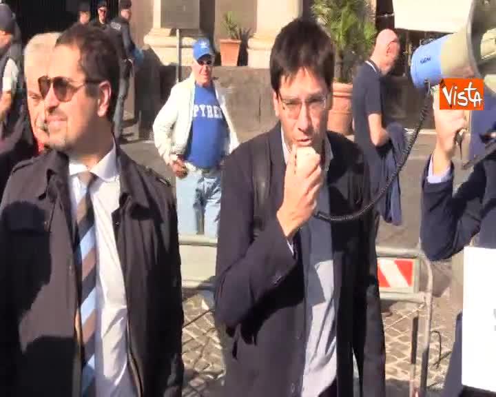 """Giornalisti in piazza a Napoli: """"Si vuole limitare libertà di stampa a colpi di decreti"""""""