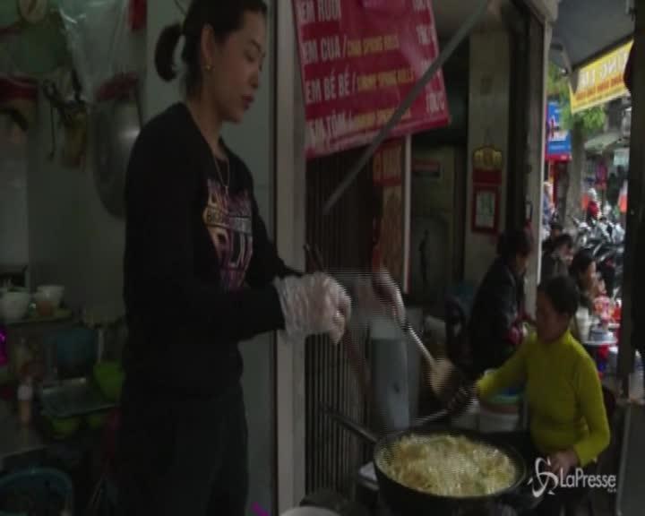 Alla scoperte delle frittelle di vermi, il piatto tipico vietnamita