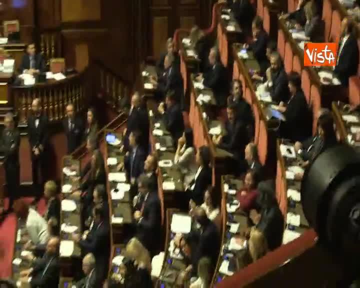 Manovra, Casellati annuncia nuovo calendario dei lavori, esplode la bagarre in aula