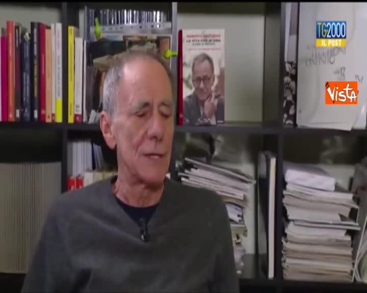 Papa Francesco, Vecchioni a TV2000: ''Porta Gesù sul viso, ecco perchè gli ho dedicato una canzone''