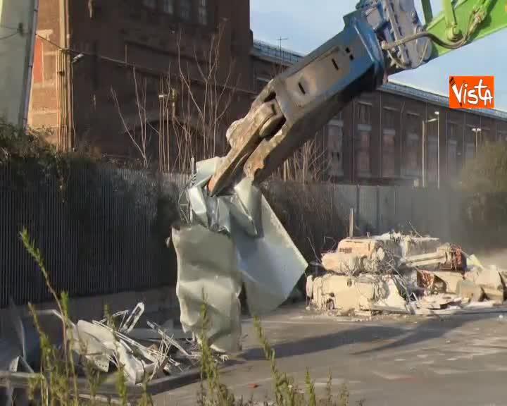 Ponte Morandi verso la demolizione, abbattuta casetta Amiu a Genova